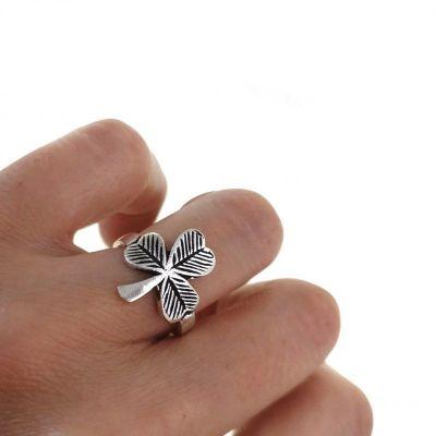 anillo trébol de plata